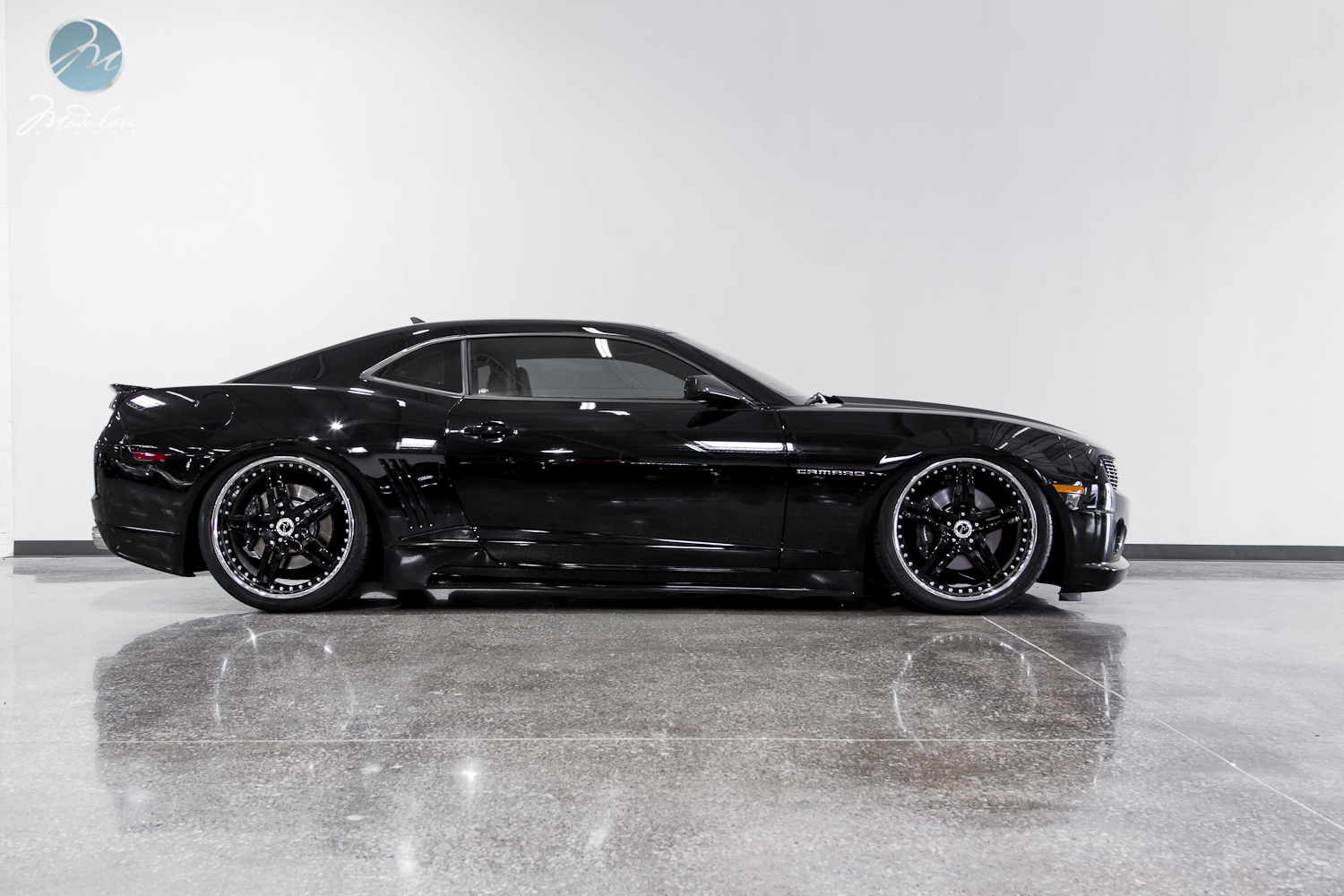 modulare wheels photoshoot camaro ss with air ride 22 modulare m22 gloss black. Black Bedroom Furniture Sets. Home Design Ideas