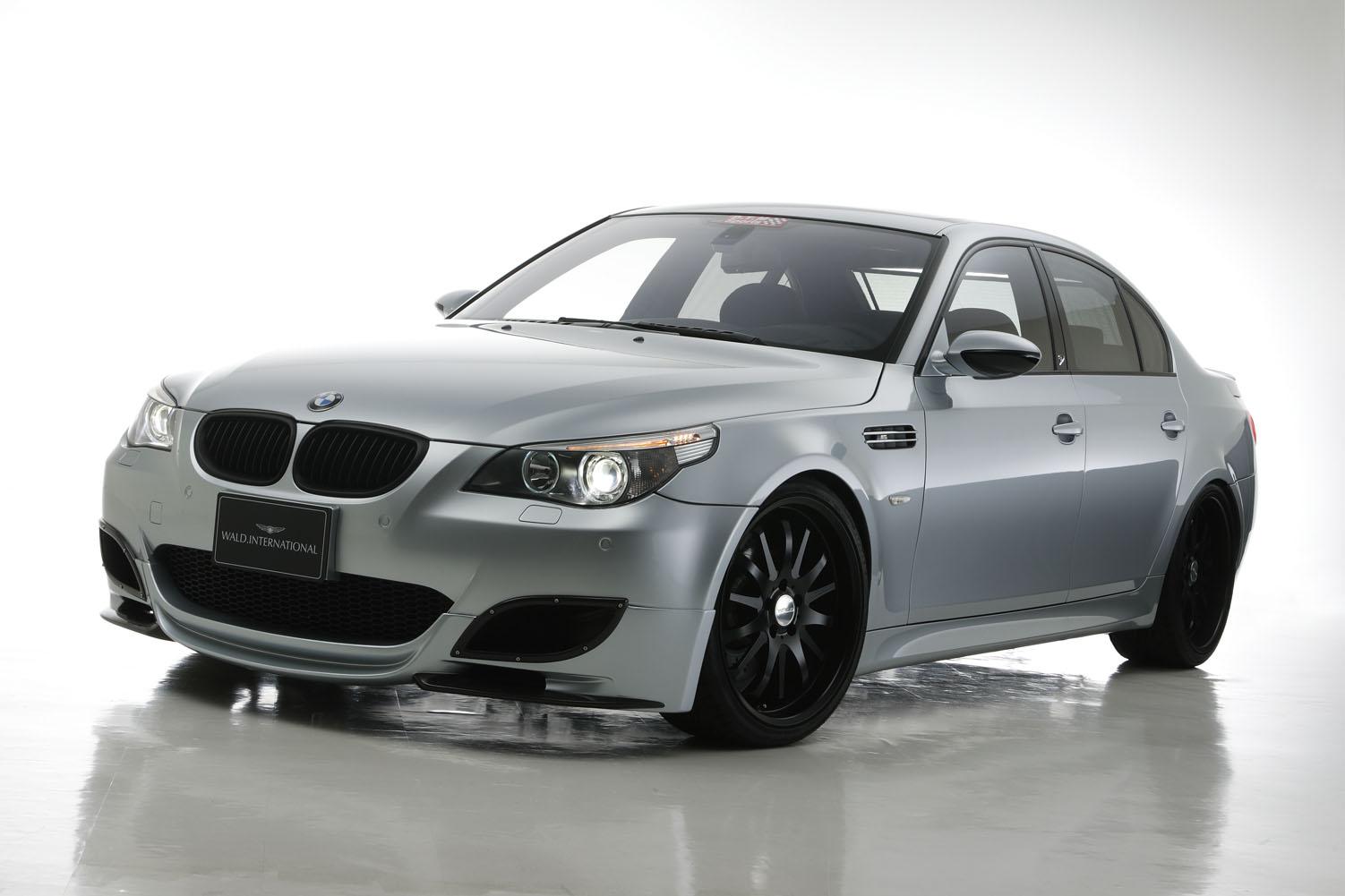 29.04.2013. Образец дополнения экстерьера для выдающегося автомобиля - аксессуары WALD на BMW 5 (E60) серии.